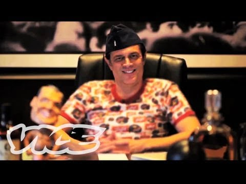 Johnny Knoxville Absolutely Insane Party Story | PARTY LEGENDS